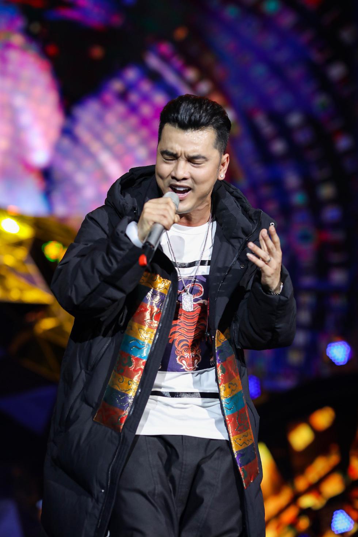 """Mỹ Tâm, Sơn Tùng, Đông Nhi khiến fan """"khản giọng"""" tại Tiger Remix 2019 - Ảnh 4."""