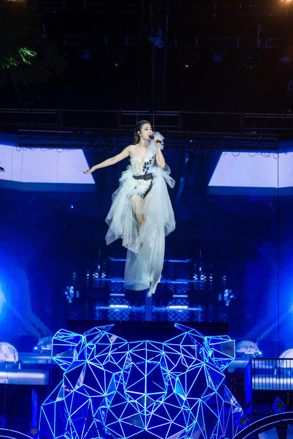 """Mỹ Tâm, Sơn Tùng, Đông Nhi khiến fan """"khản giọng"""" tại Tiger Remix 2019 - Ảnh 5."""