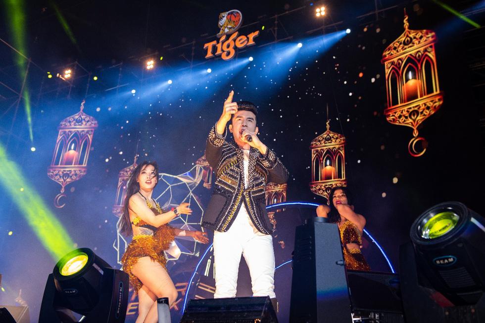 """Mỹ Tâm, Sơn Tùng, Đông Nhi khiến fan """"khản giọng"""" tại Tiger Remix 2019 - Ảnh 7."""