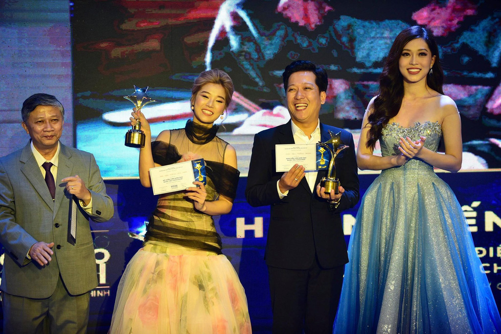 Hoàng Yến Chibi, Trường Giang, Huỳnh Lập... đoạt giải Ngôi sao xanh - Ảnh 1.