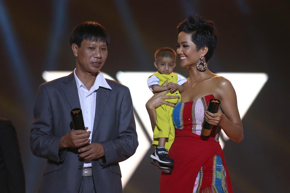 Gạo nếp gạo tẻ được yêu thích nhất, ông Park Hang Seo đoạt giải WeChoice - Ảnh 1.
