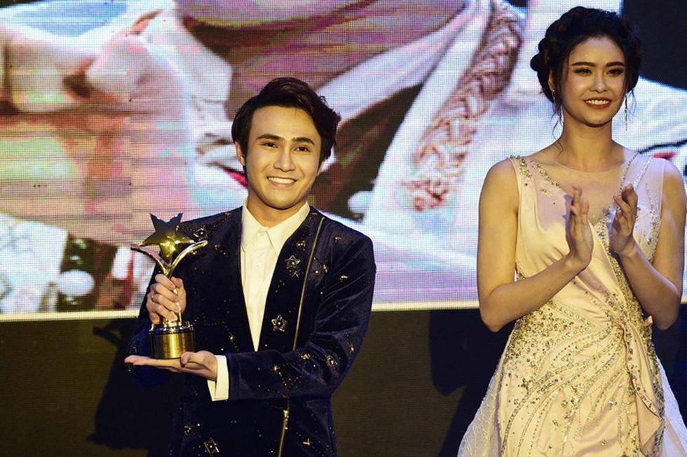 Đêm chạy sô nhận 4 giải thưởng khó quên của Huỳnh Lập - Ảnh 2.