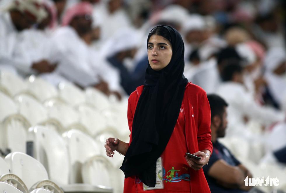 Ngắm những cô gái Iran xinh đẹp trong chiến thắng 5 sao trước Yemen - Ảnh 10.