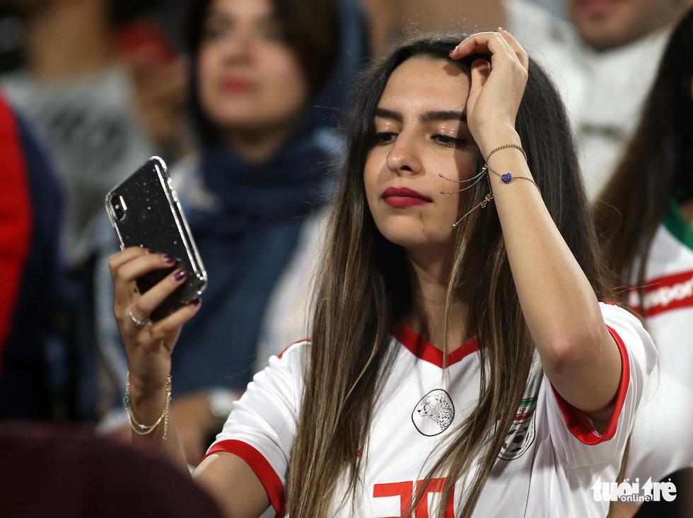 Ngắm những cô gái Iran xinh đẹp trong chiến thắng 5 sao trước Yemen - Ảnh 6.