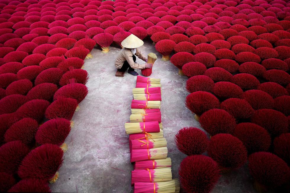 Làng nhang nhuộm màu hồng ở Việt Nam lên báo Tây - Ảnh 1.