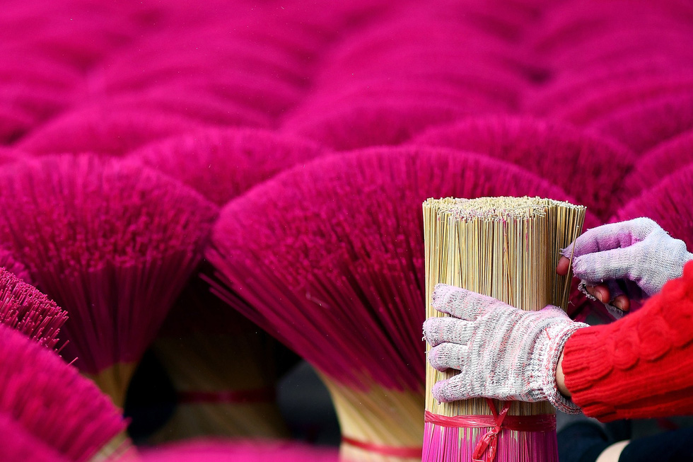 Làng nhang nhuộm màu hồng ở Việt Nam lên báo Tây - Ảnh 7.