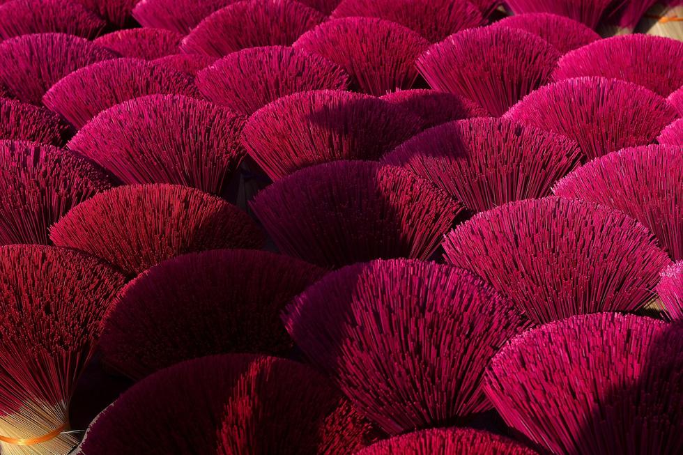 Làng nhang nhuộm màu hồng ở Việt Nam lên báo Tây - Ảnh 2.
