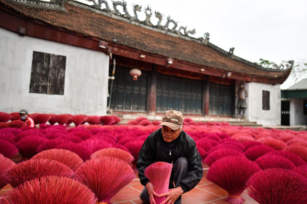 Làng nhang nhuộm màu hồng ở Việt Nam lên báo Tây - Ảnh 8.