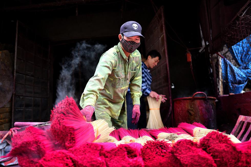 Làng nhang nhuộm màu hồng ở Việt Nam lên báo Tây - Ảnh 4.