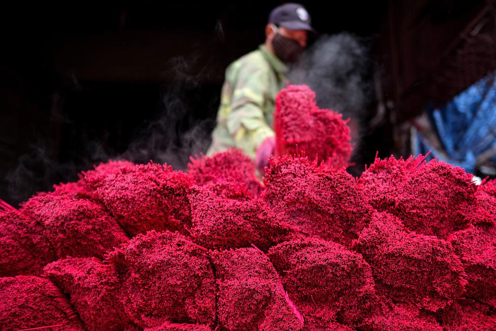 Làng nhang nhuộm màu hồng ở Việt Nam lên báo Tây - Ảnh 5.