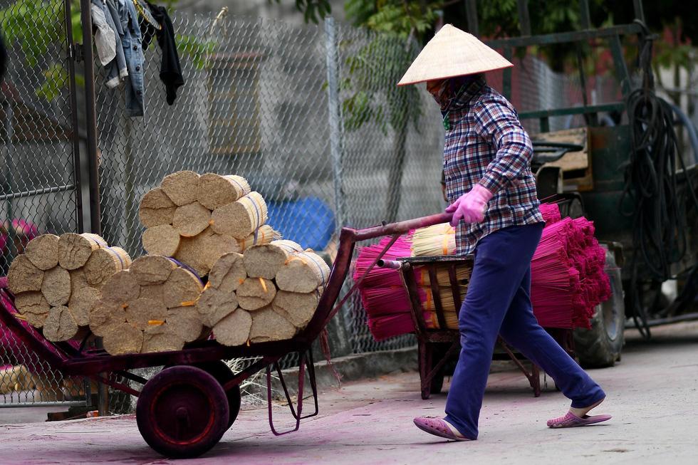 Làng nhang nhuộm màu hồng ở Việt Nam lên báo Tây - Ảnh 3.