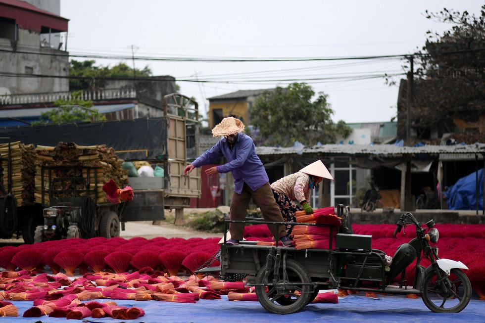 Làng nhang nhuộm màu hồng ở Việt Nam lên báo Tây - Ảnh 6.