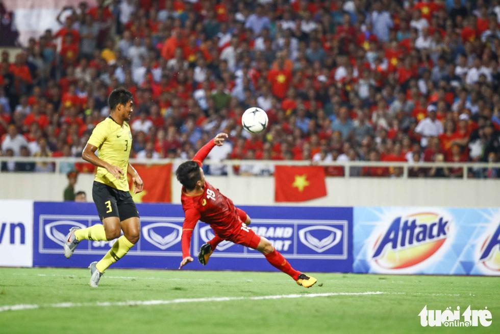 Chùm ảnh ấn tượng trận Việt Nam - Malaysia 1-0 - Ảnh 1.