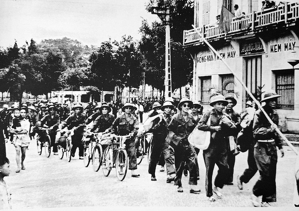 Kỷ niệm 65 năm ngày giải phóng Thủ đô: Hà Nội, ngày đoàn hùng binh khải hoàn - Ảnh 1.