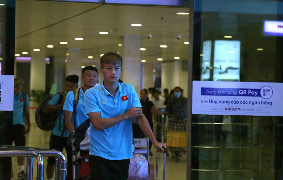 Chùm ảnh cầu thủ U22 Việt Nam đến TP.HCM, chuẩn bị đối đầu U22 UAE - Ảnh 3.