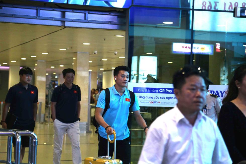 Chùm ảnh cầu thủ U22 Việt Nam đến TP.HCM, chuẩn bị đối đầu U22 UAE - Ảnh 5.