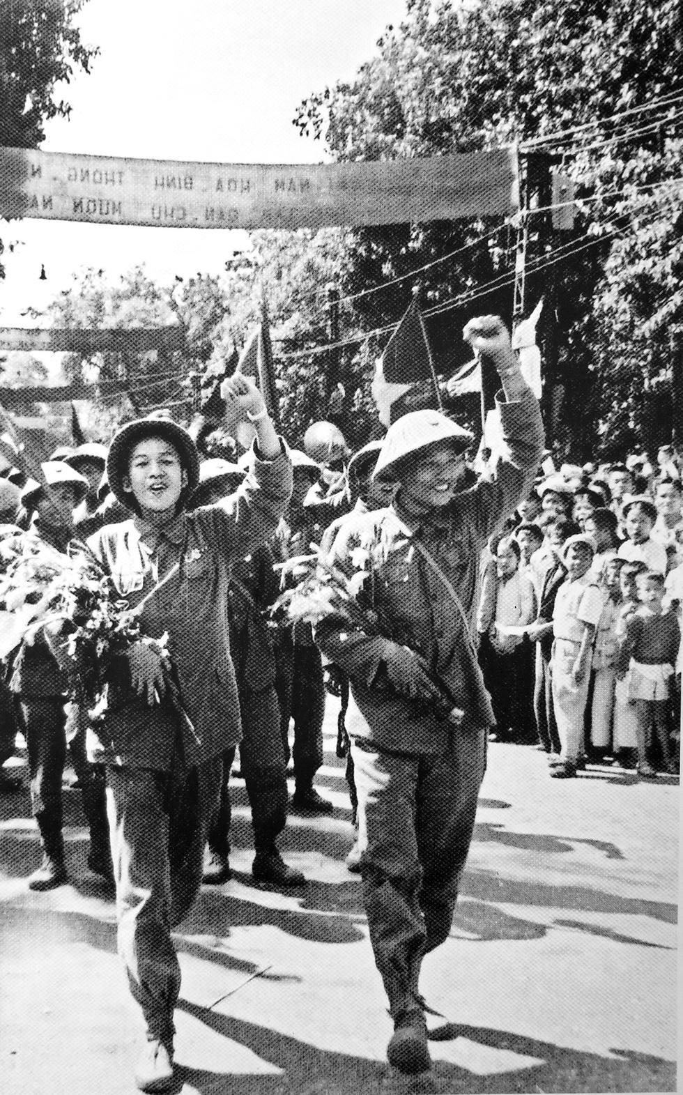 Kỷ niệm 65 năm ngày giải phóng Thủ đô: Hà Nội, ngày đoàn hùng binh khải hoàn - Ảnh 4.
