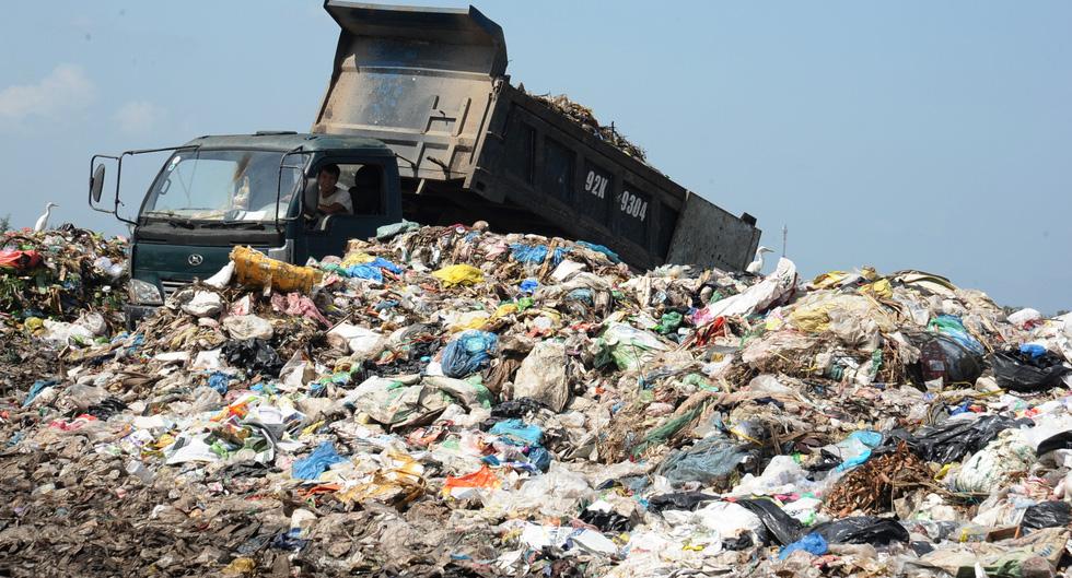 Bãi rác ở Hội An chất thành núi, hôi thúi khủng khiếp - Ảnh 5.