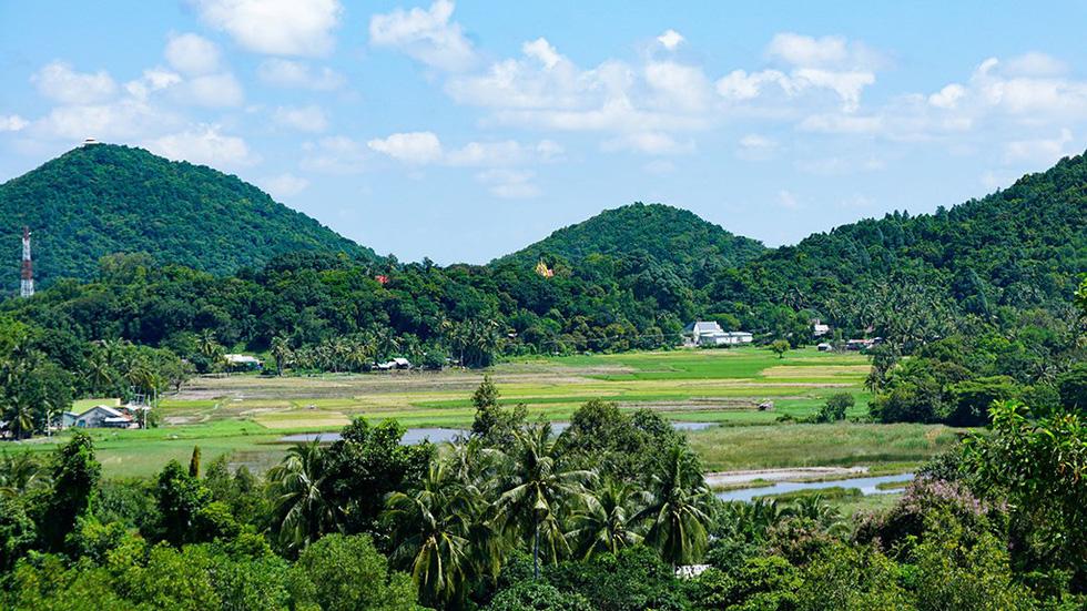 Hà Tiên, thành phố của những cánh đồng xanh - Ảnh 13.