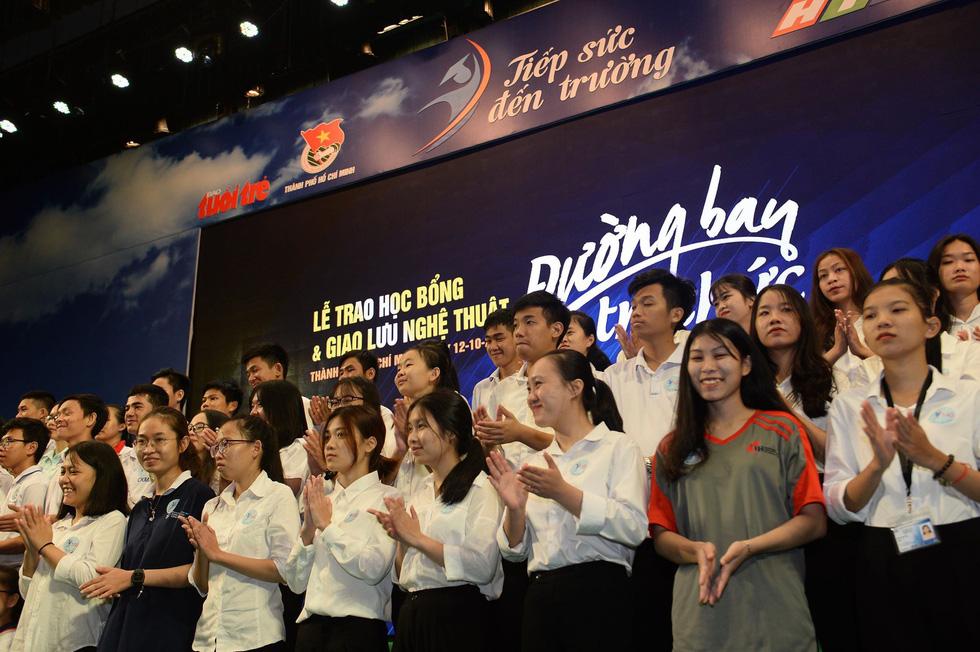 Tiếp sức hơn 19.600 sinh viên nghèo trên đường bay tri thức - Ảnh 1.