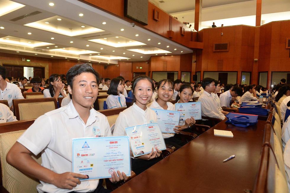 Tiếp sức hơn 19.600 sinh viên nghèo trên đường bay tri thức - Ảnh 4.