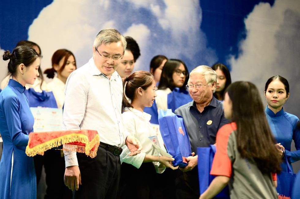 Tiếp sức hơn 19.600 sinh viên nghèo trên đường bay tri thức - Ảnh 13.