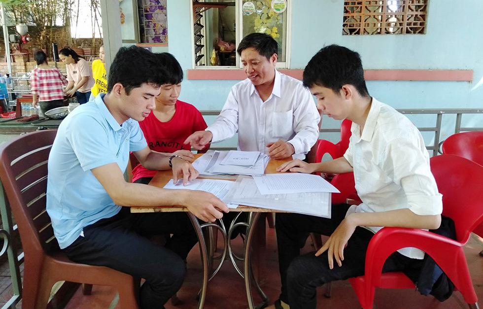 Học bổng tiếp sức đến trường - bệ phóng cho tuổi 18 - Ảnh 1.