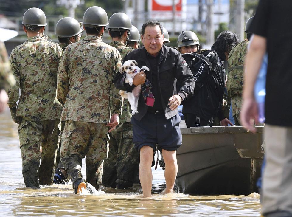 Người già, người trẻ Nhật không ai than khóc với thảm họa Hagibis - Ảnh 1.