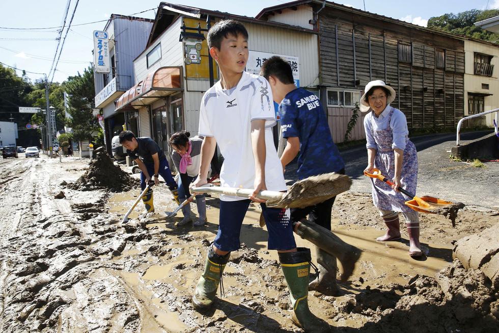 Người già, người trẻ Nhật không ai than khóc với thảm họa Hagibis - Ảnh 10.