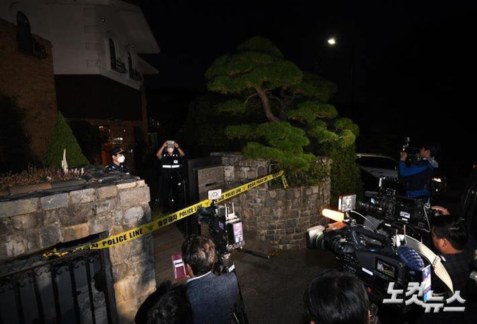 Sulli chết do treo cổ tự tử, người hâm mộ Hàn Quốc không tin nổi sự thật - Ảnh 1.
