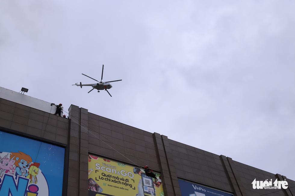 Xe chữa cháy triệu đô cùng trực thăng diễn tập cứu hộ cấp quốc gia - Ảnh 4.
