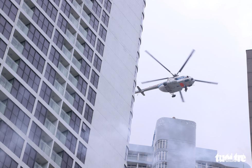 Xe chữa cháy triệu đô cùng trực thăng diễn tập cứu hộ cấp quốc gia - Ảnh 1.