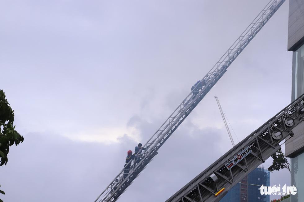 Xe chữa cháy triệu đô cùng trực thăng diễn tập cứu hộ cấp quốc gia - Ảnh 9.
