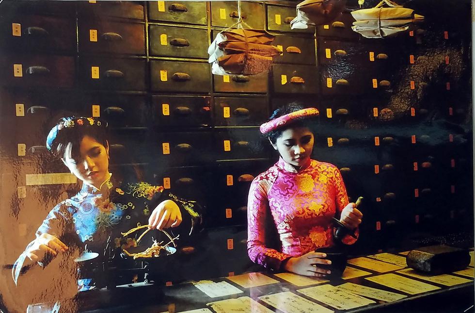 Đến Bảo tàng Phụ nữ Nam Bộ xem những bức ảnh bình yên - Ảnh 6.