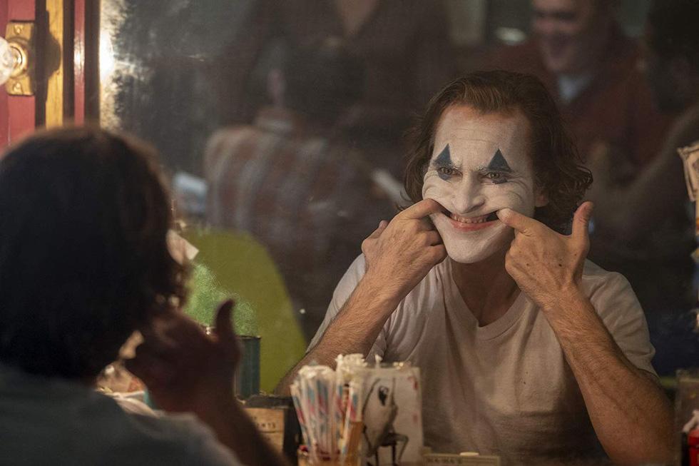 Joker: Tác phẩm điện ảnh choáng ngợp và vai diễn vĩ đại - Ảnh 2.