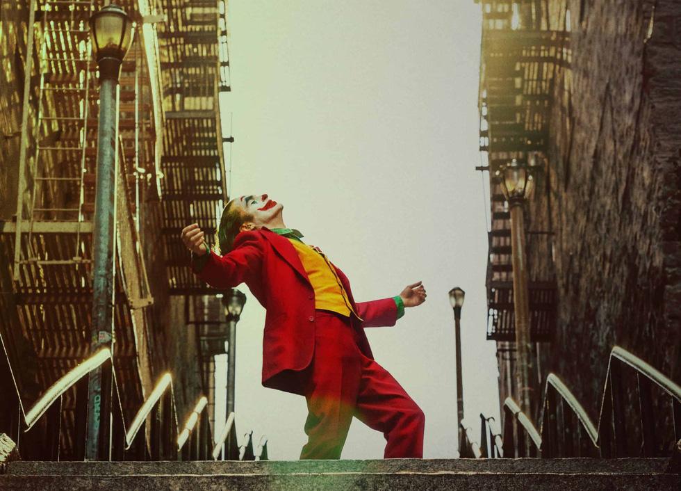 Joker: Tác phẩm điện ảnh choáng ngợp và vai diễn vĩ đại - Ảnh 3.