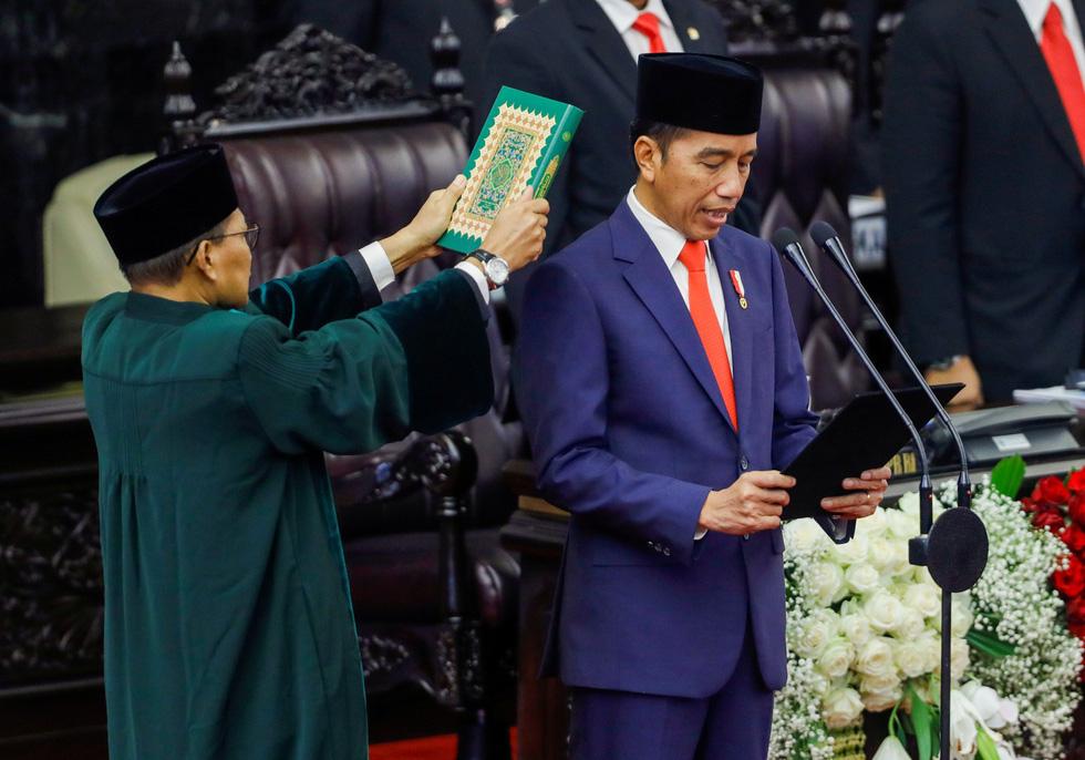 Tổng thống Joko tuyên thệ nhậm chức trong nghi lễ đơn giản - Ảnh 1.