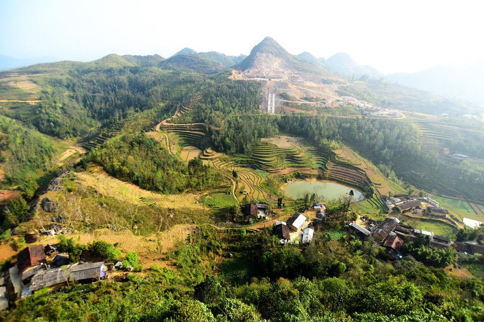 Phá núi xây khu du lịch tâm linh nơi cột cờ Lũng Cú - Ảnh 3.