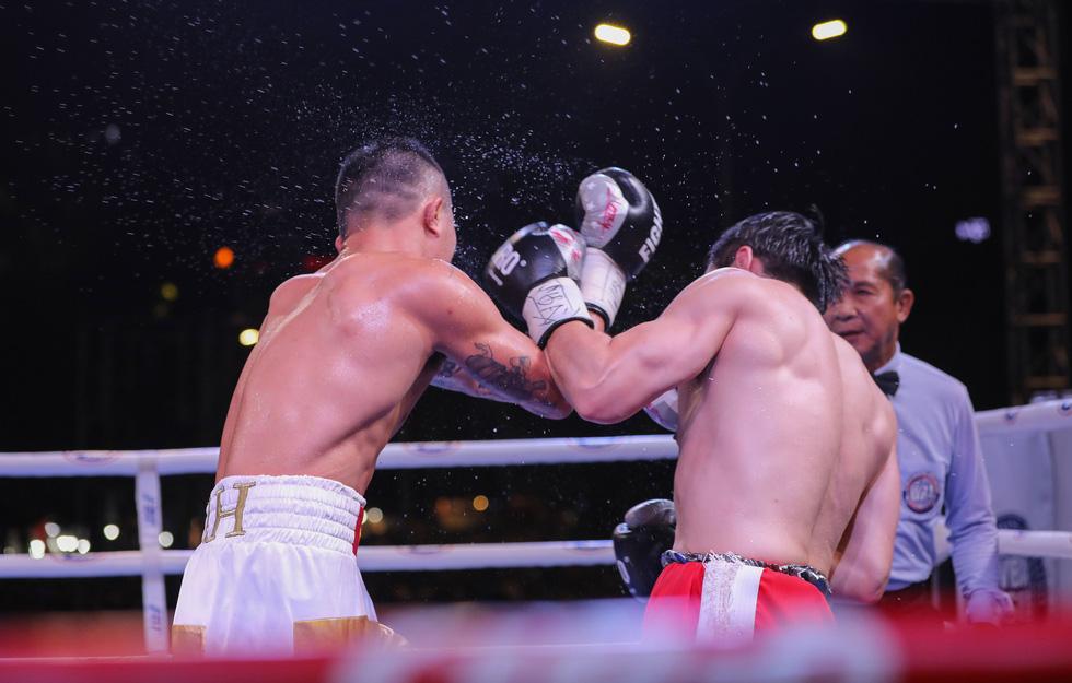 Đánh bại võ sĩ Hàn Quốc, Trương Đình Hoàng giành đai WBA Đông Á - Ảnh 8.