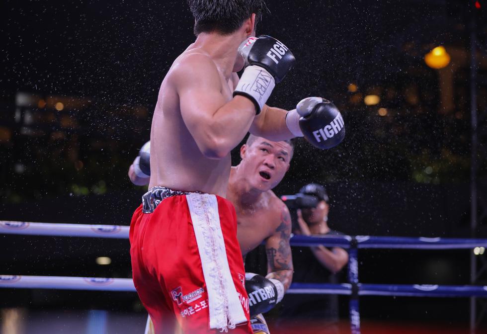 Đánh bại võ sĩ Hàn Quốc, Trương Đình Hoàng giành đai WBA Đông Á - Ảnh 6.