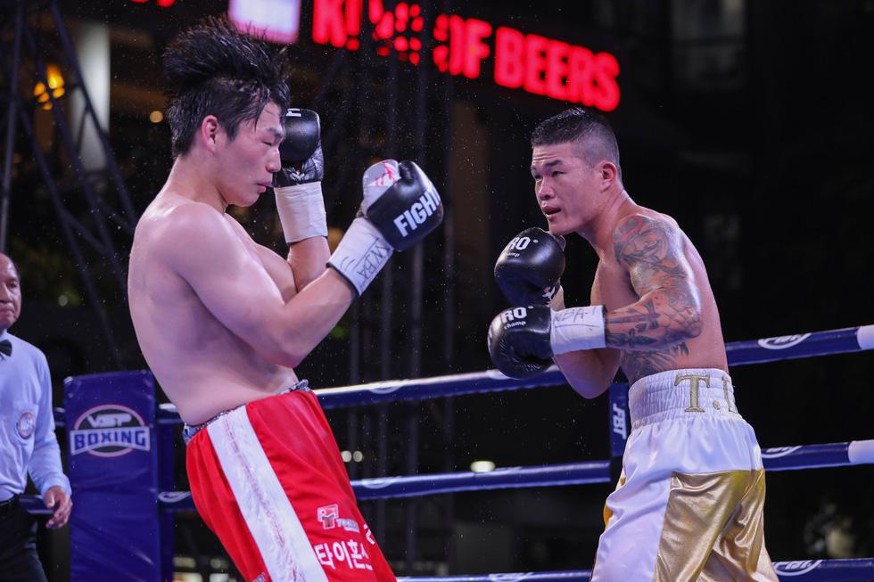 Đánh bại võ sĩ Hàn Quốc, Trương Đình Hoàng giành đai WBA Đông Á - Ảnh 3.