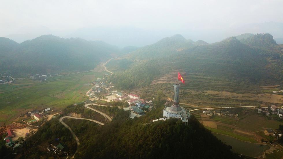 Phá núi xây khu du lịch tâm linh nơi cột cờ Lũng Cú - Ảnh 6.