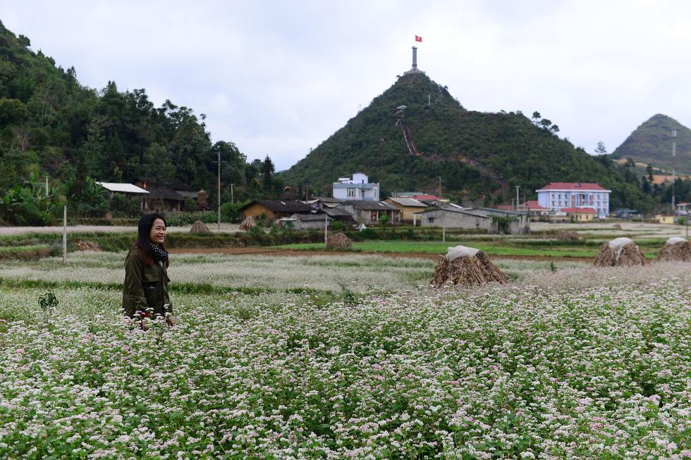 Phá núi xây khu du lịch tâm linh nơi cột cờ Lũng Cú - Ảnh 10.