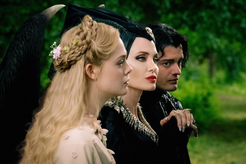 Tiên hắc ám 2: Ngoài dàn diễn viên xinh đẹp lộng lẫy là rỗng tuếch - Ảnh 3.