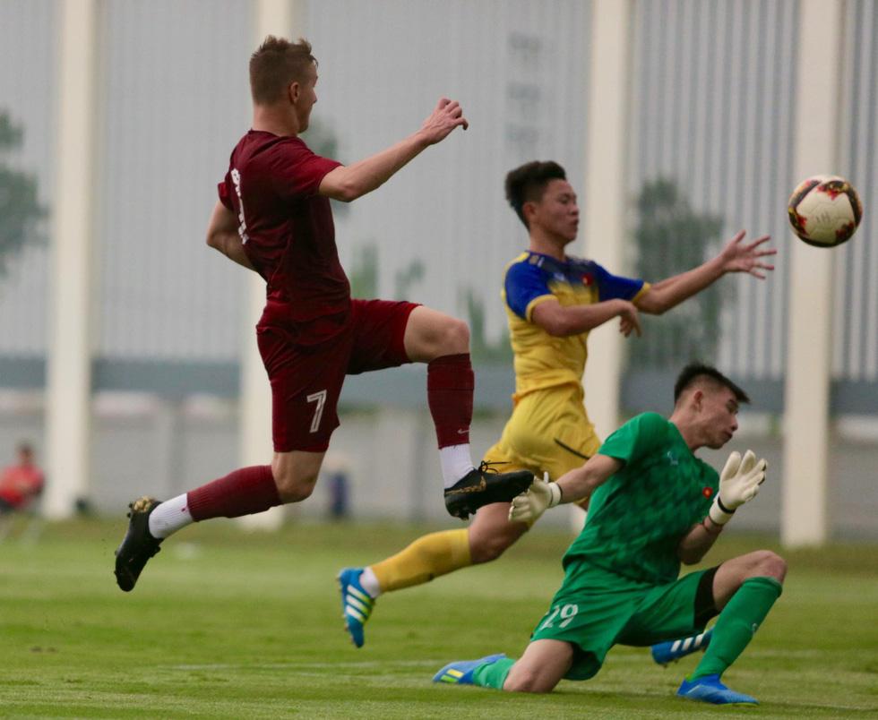 U19 Việt Nam xuất sắc đá bại U19 FK Sarajevo chiều 26-10 - Ảnh 4.