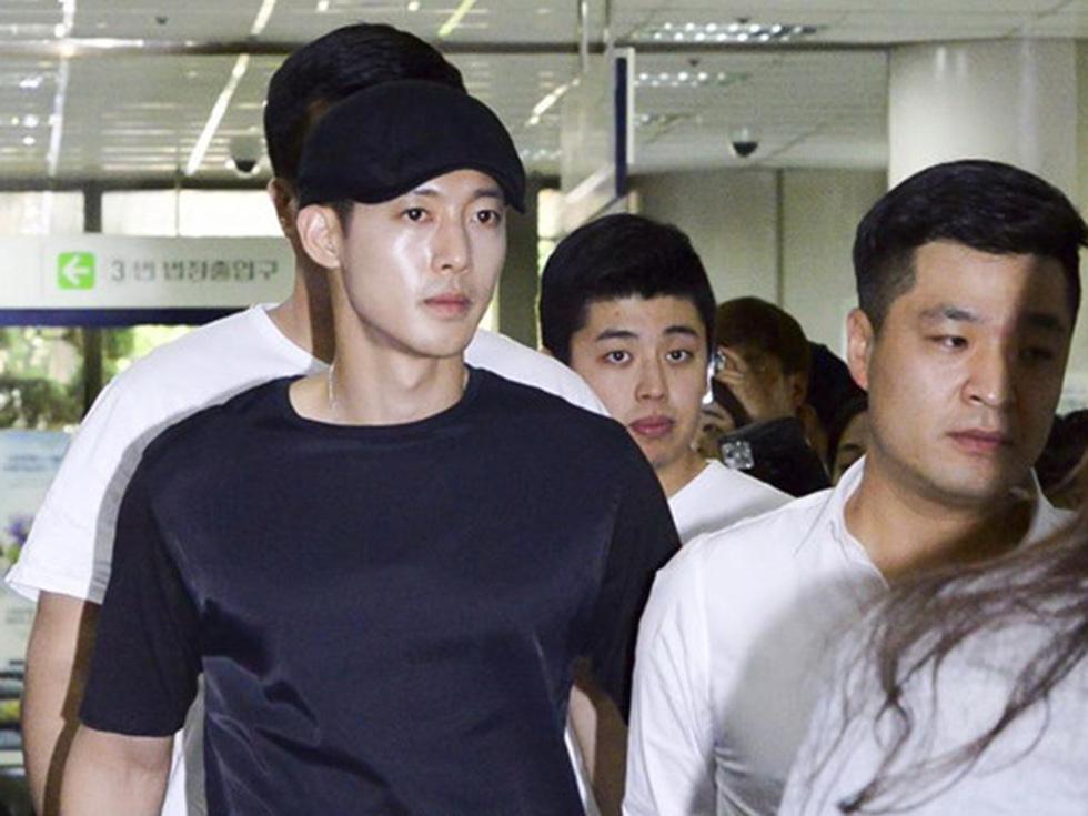 Showbiz Hàn Quốc và một thập kỷ những bê bối chấn động - Ảnh 8.