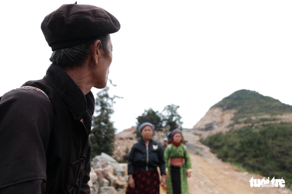 Bên trong công trình phá núi xây chùa hoành tráng ở Lũng Cú - Ảnh 4.