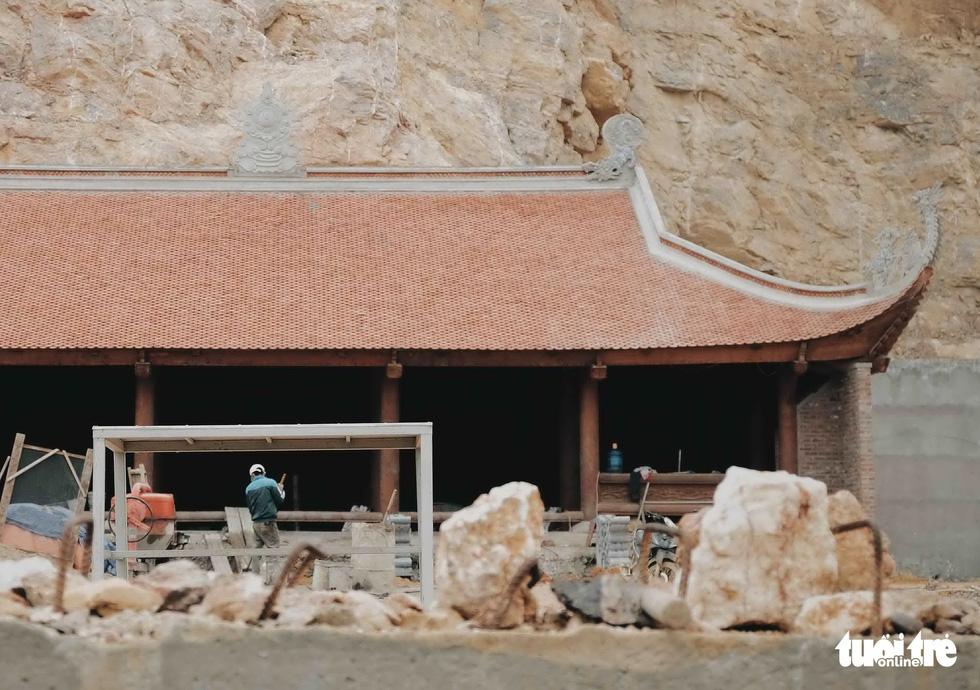 Bên trong công trình phá núi xây chùa hoành tráng ở Lũng Cú - Ảnh 8.