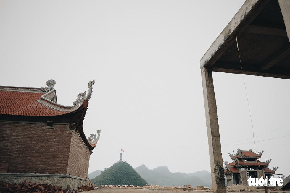 Bên trong công trình phá núi xây chùa hoành tráng ở Lũng Cú - Ảnh 10.