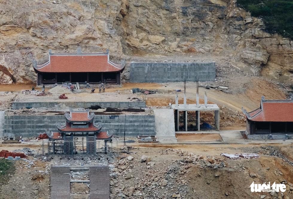 Bên trong công trình phá núi xây chùa hoành tráng ở Lũng Cú - Ảnh 9.